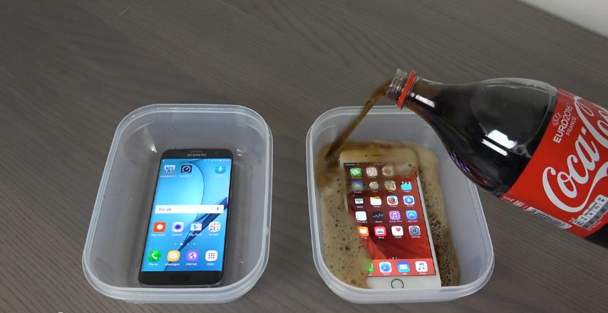 Samsung Galaxy S7 Edge vs. iPhone 6S Di Rendam Coca Cola dan Dimasukkan Kulkas Jadi Apa..2