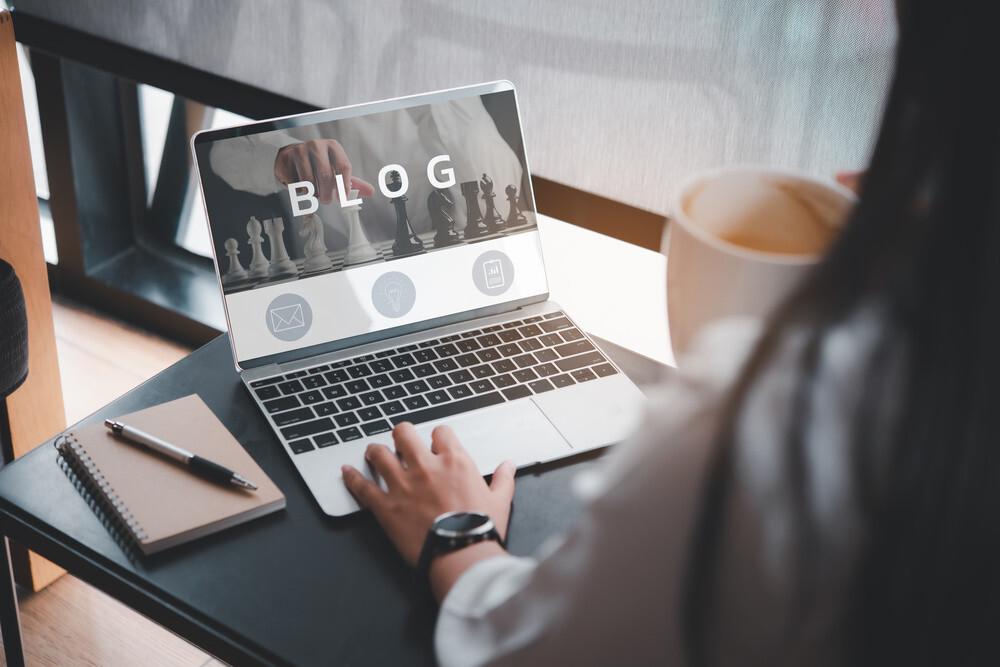 Ilustrasi Blogging. Source Adobe Photo Stock